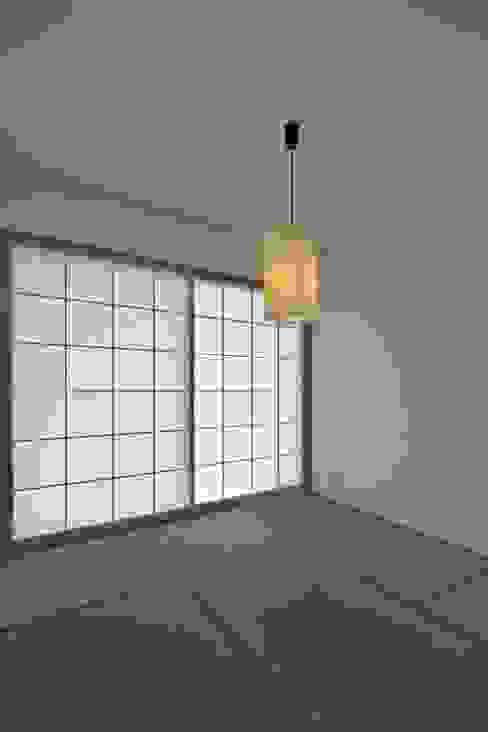 Salas multimedia de estilo moderno de eu建築設計 Moderno