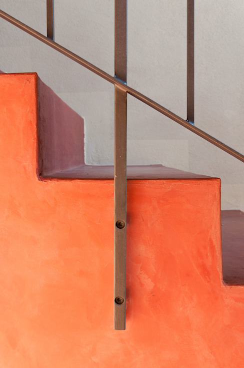 Couloir et hall d'entrée de style  par Studio Athesis, Minimaliste