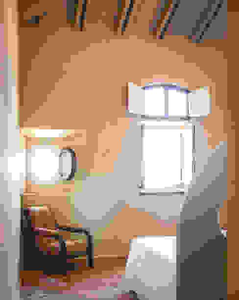 Minimalistyczne okna i drzwi od Studio Athesis Minimalistyczny