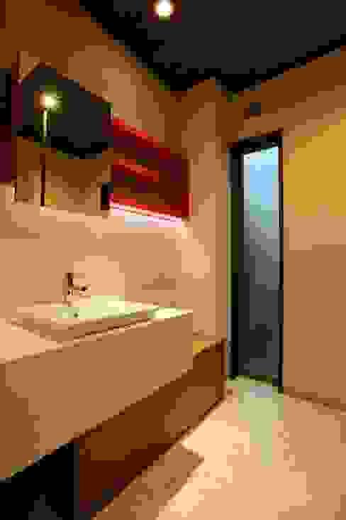 Modern bathroom by やまぐち建築設計室 Modern