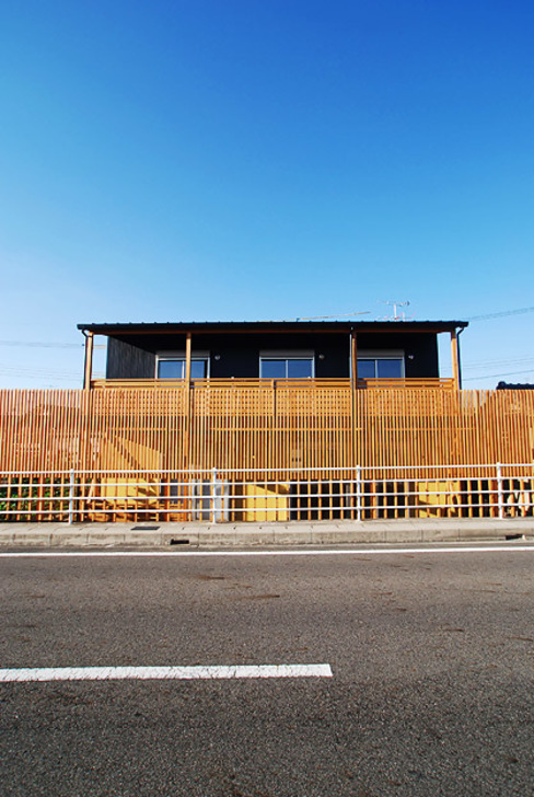 連格子のある家 Atelier繁建築設計事務所 モダンな 家