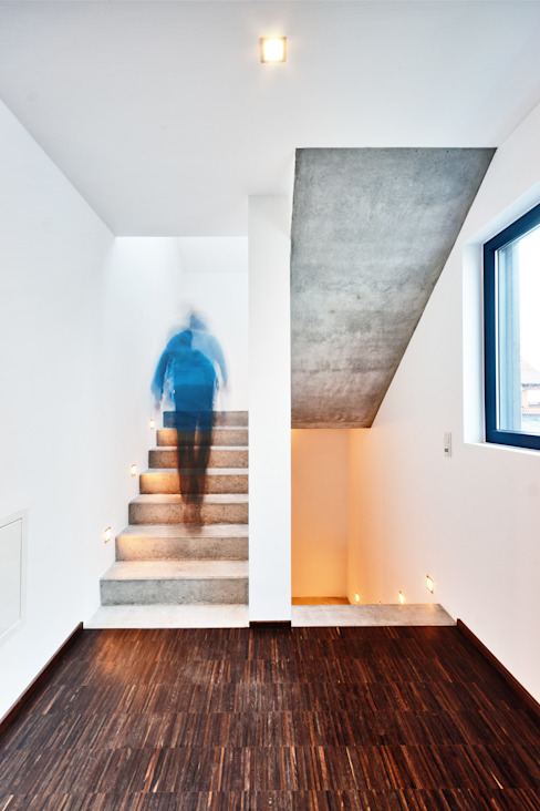 Single Family House in Heppenheim, Germany Modern Corridor, Hallway and Staircase by Helwig Haus und Raum Planungs GmbH Modern
