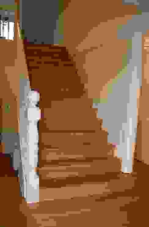 Treppe nachher von falk-raum-design-systeme Klassisch