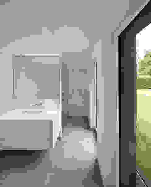 Haus SLM Moderne Badezimmer von archequipe Modern