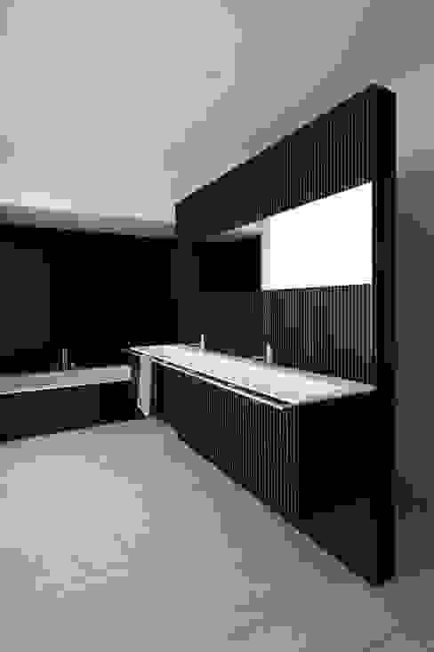 A HOUSE Vaíllo & Irigaray Baños de estilo minimalista