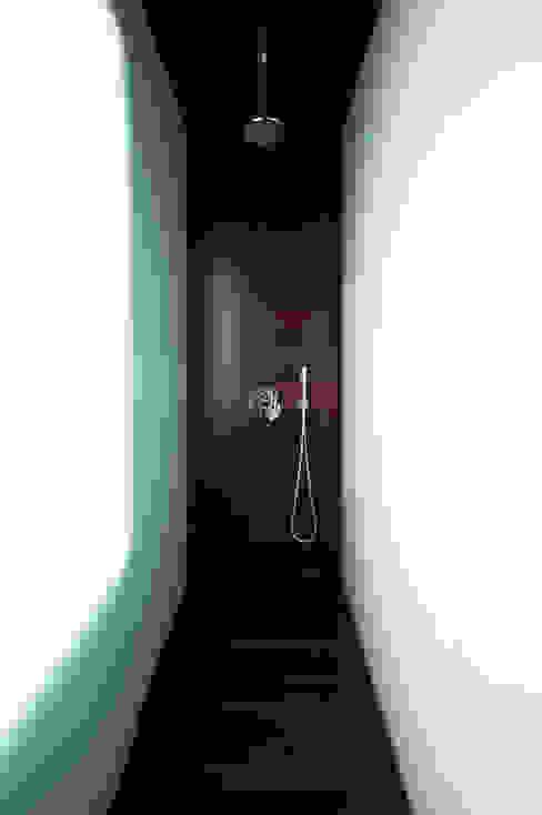 Bagno minimalista di Vaíllo & Irigaray Minimalista