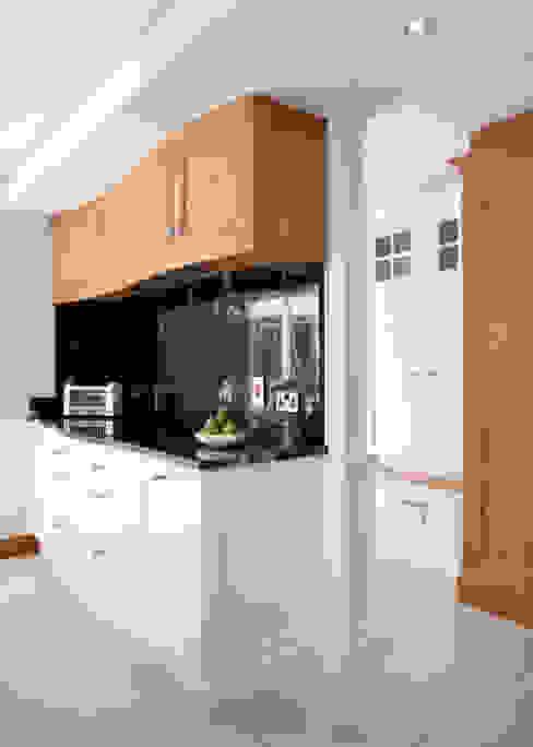 Twisted Kitchen Cocinas de estilo clásico de Designer Kitchen by Morgan Clásico