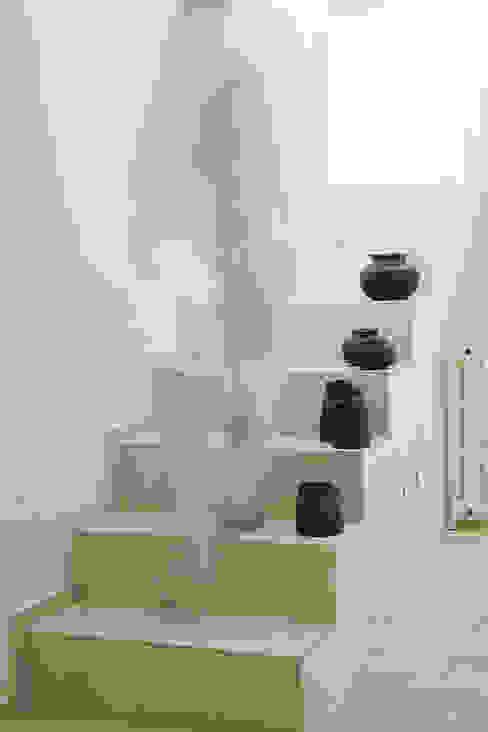 Minimalist corridor, hallway & stairs by STUDIO PAOLA FAVRETTO SAGL - INTERIOR DESIGNER Minimalist Concrete