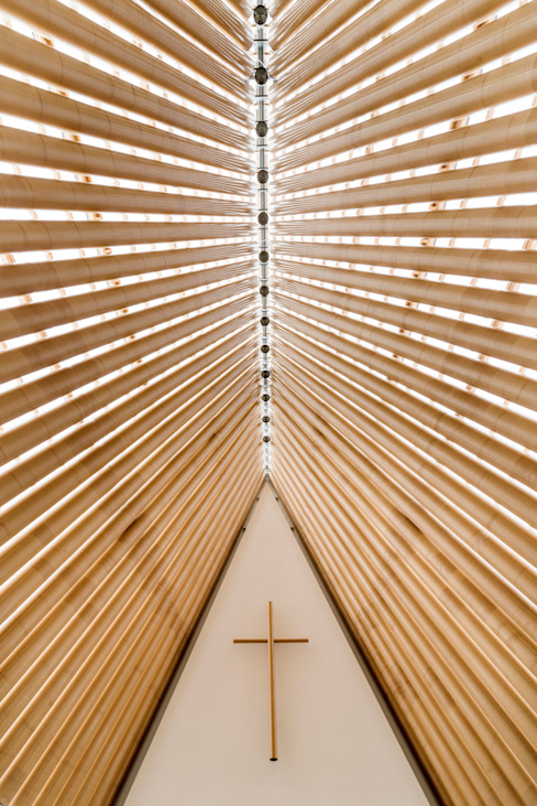 Cardboard Cathedral Christchurch by 坂茂建築設計 (Shigeru Ban Architects)
