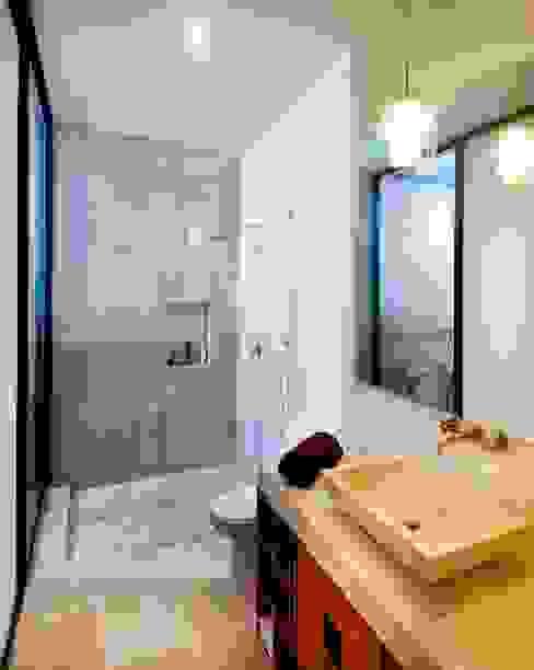 Projekty,  Łazienka zaprojektowane przez Taller Estilo Arquitectura, Śródziemnomorski