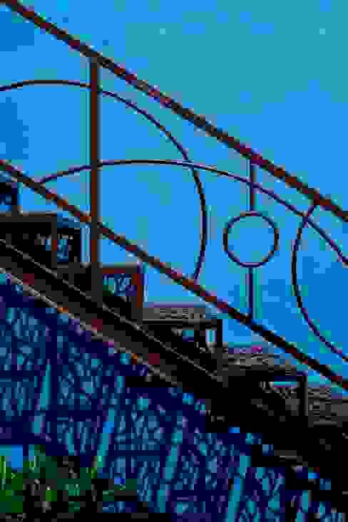 Mediterranean corridor, hallway & stairs by Taller Estilo Arquitectura Mediterranean