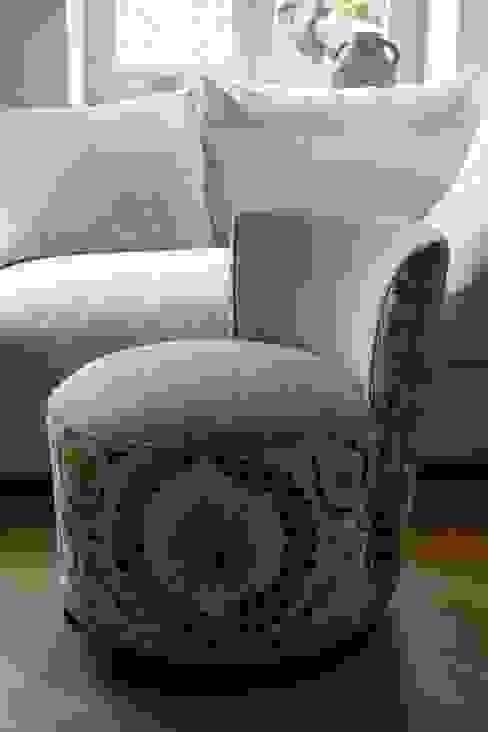 upholstery work armchair Strigo GmbH Sala de estarSofás e divãs