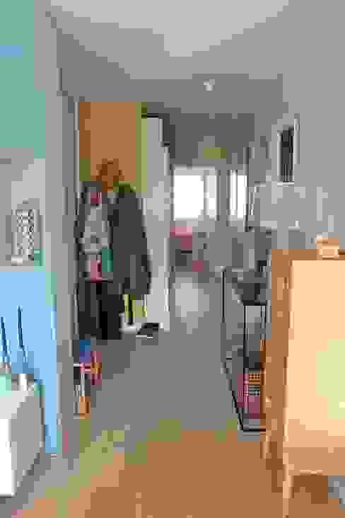 ห้องโถงทางเดินและบันไดสมัยใหม่ โดย Espaces à Rêver โมเดิร์น