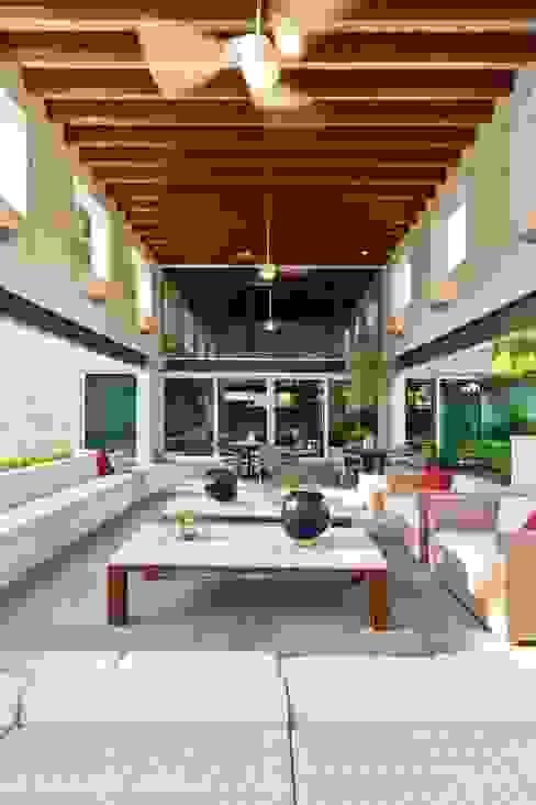 Zona de Jardín Jardines modernos de ARQUIPLAN Moderno Madera Acabado en madera