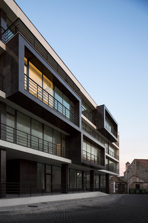 Edifício de Habitação em V.N. de Tazem:   por Nuno Ladeiro, Arquitetura e Design,Moderno