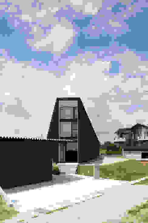 UNOU Casas de estilo ecléctico de 佐々木勝敏建築設計事務所 Ecléctico