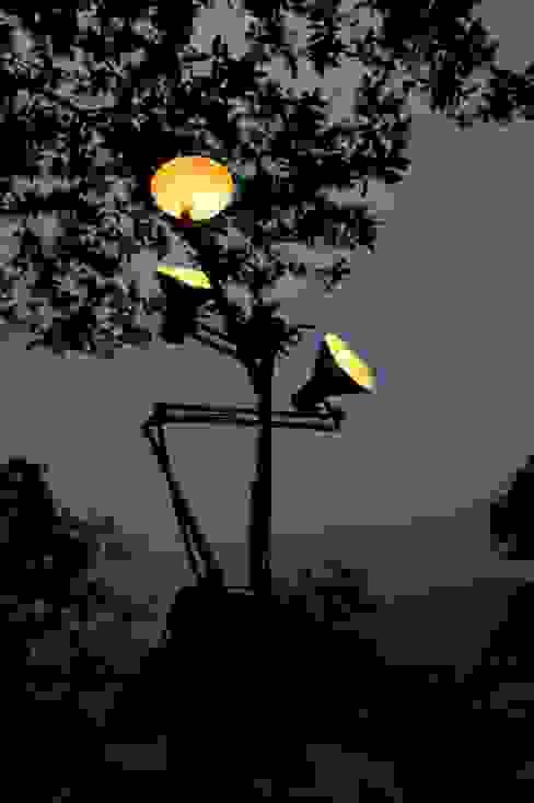 Tree arms - lampada albero Design art Sala de estarIluminação
