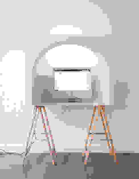 Minimalistische Arbeitszimmer von Hadrien Fouin Minimalistisch