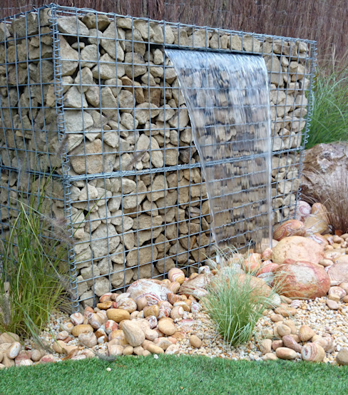Gabion water feature falling onto rainbow cobbles Paul Newman Landscapes สวน