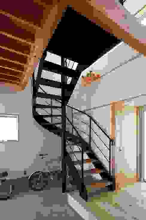 Pasillos y vestíbulos de estilo  de 伊藤瑞貴建築設計事務所,
