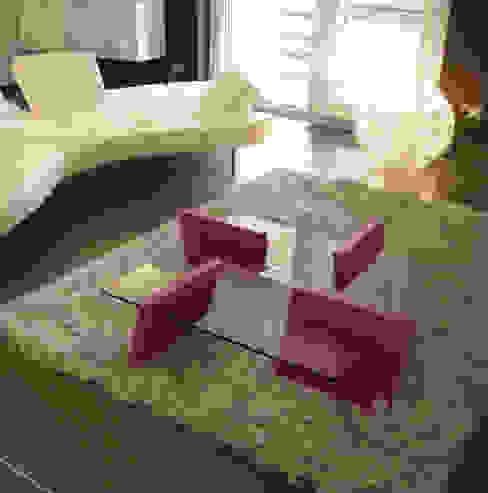 FLAP - Tavolo basso in vetro trasparente e mdf laccato di Giuseppe Granata - Designer | Vincenzo Schinella - Architetto Minimalista