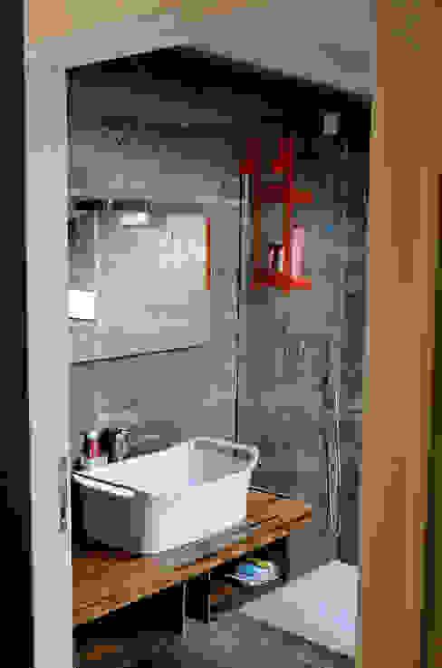 Moderne Badezimmer von Massimo Adiansi Architetto Modern