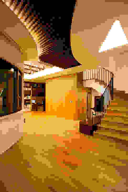 Ingresso, Corridoio & Scale in stile moderno di GIP Moderno