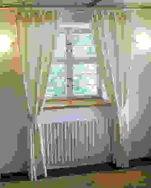 Vorhänge im Eingangsbereich von BelAmbiente Wohnkultur Klassisch