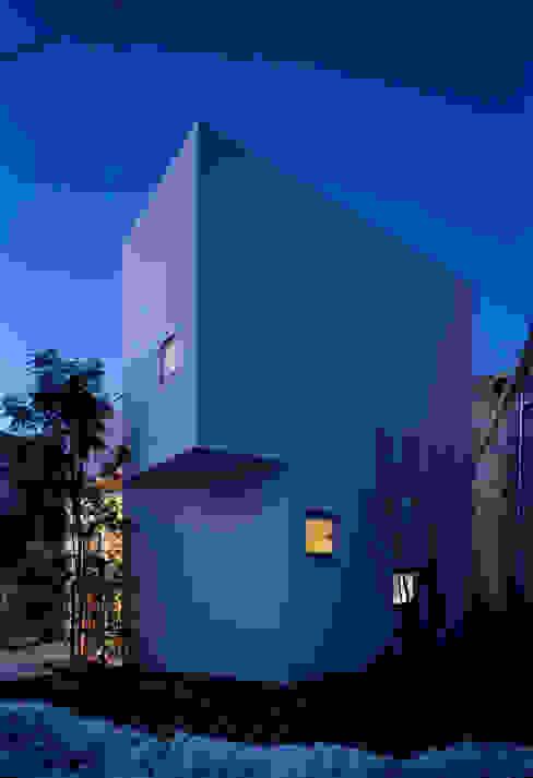 House I de 浅井アーキテクツ一級建築士事務所 Moderno