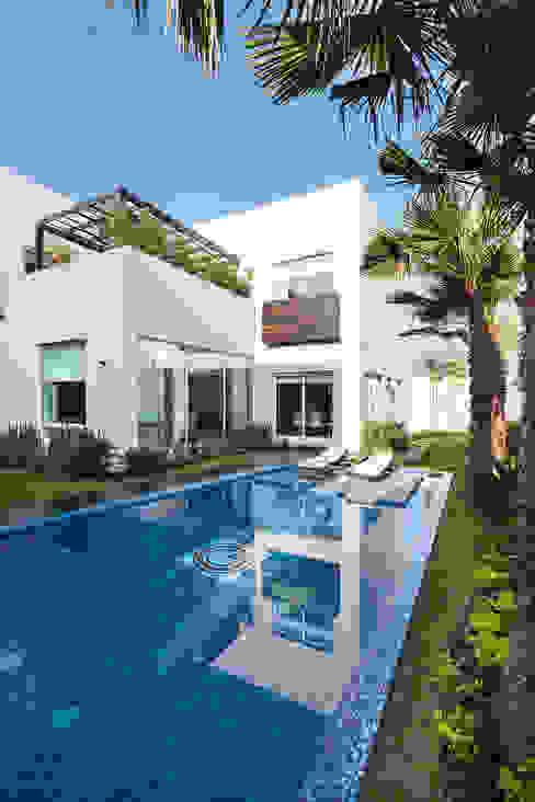 Casa Sorteo Tec No.191: Albercas de estilo  por Arquiplan, Moderno