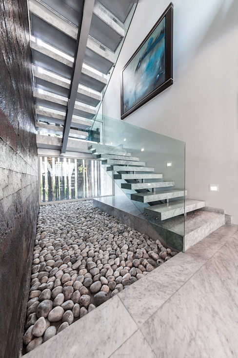 Modern Corridor, Hallway and Staircase by Arquiplan Modern