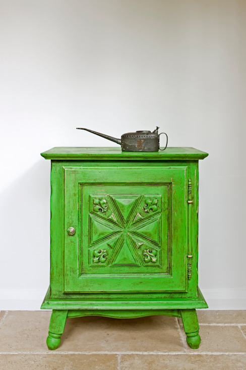 Cabinet painted in Chalk Paint decorative paint by Annie Sloan von Annie Sloan Rustikal