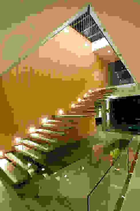 Pasillos y vestíbulos de estilo  por Serrano Monjaraz Arquitectos, Moderno