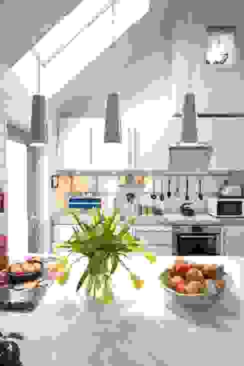 Kitchen Nhà bếp phong cách Bắc Âu bởi Coast2Coast Architects Bắc Âu