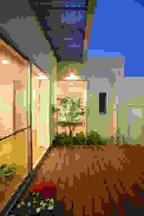 Modern Garden by 株式会社 U建築研究所 Modern