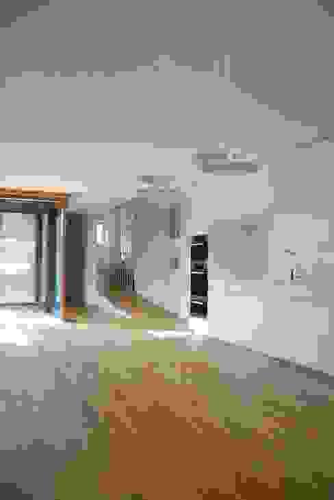 Modern living room by raum.werk.plus. architektur + raumdesign Modern