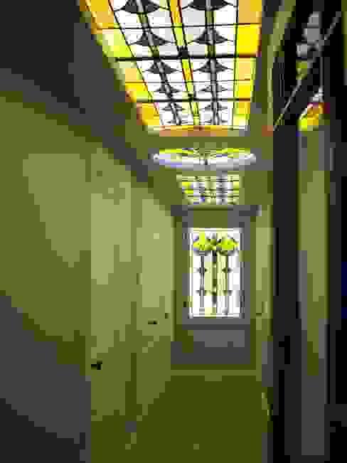 Plafond lumineux en vitrail et vitrail cuisine par Atelier VFP Classique