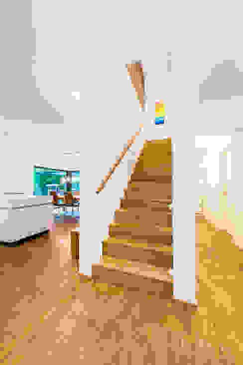 Corridor & hallway by Helwig Haus und Raum Planungs GmbH, Modern