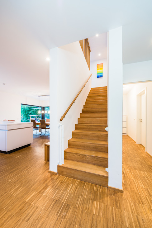 Balance House - Single Family House in Weinheim, Germany Modern corridor, hallway & stairs by Helwig Haus und Raum Planungs GmbH Modern