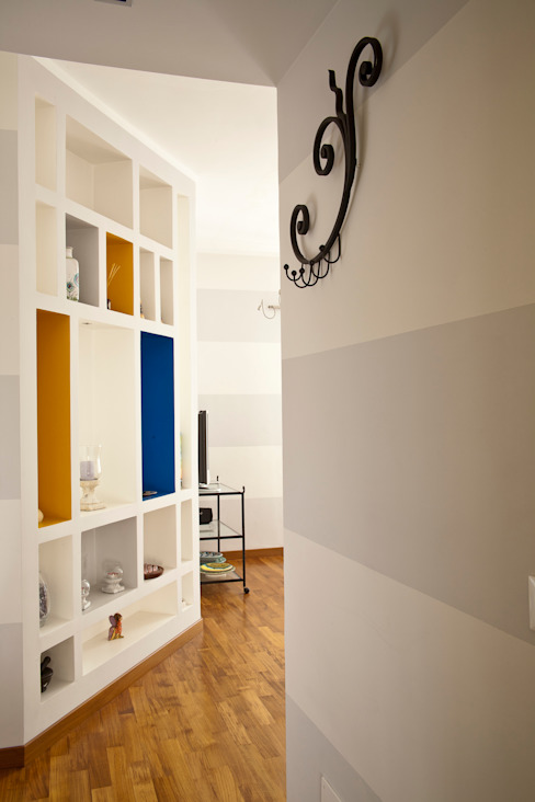 _Mondrian Home_ Ingresso, Corridoio & Scale in stile eclettico di Alessandro Multari Ingegnere - I AM puro ingegno italiano Eclettico