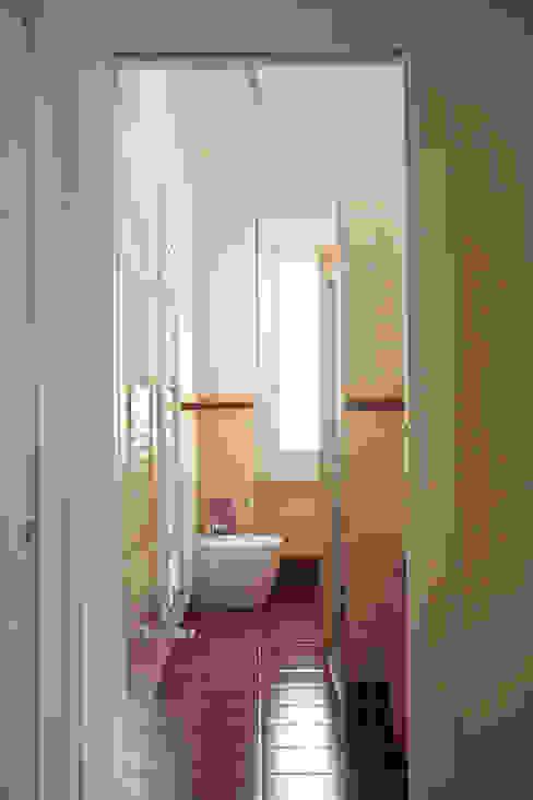 _Mondrian Home_ Bagno rurale di Alessandro Multari Ingegnere - I AM puro ingegno italiano Rurale
