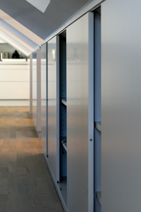 Sideboard di tredup Design.Interiors Moderno