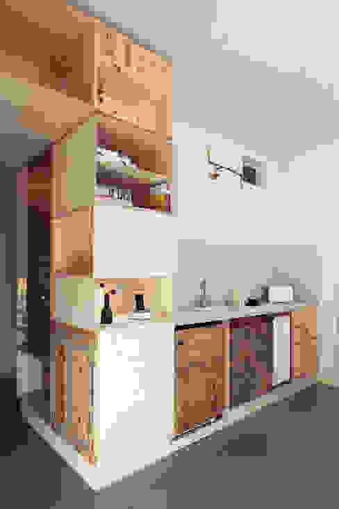 Plus One Berlin II Wohnzimmer von Ringo Paulusch