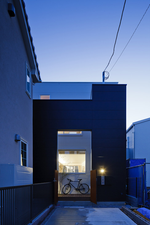 house which shares light Moderne Häuser von 津野建築設計室/troom Modern