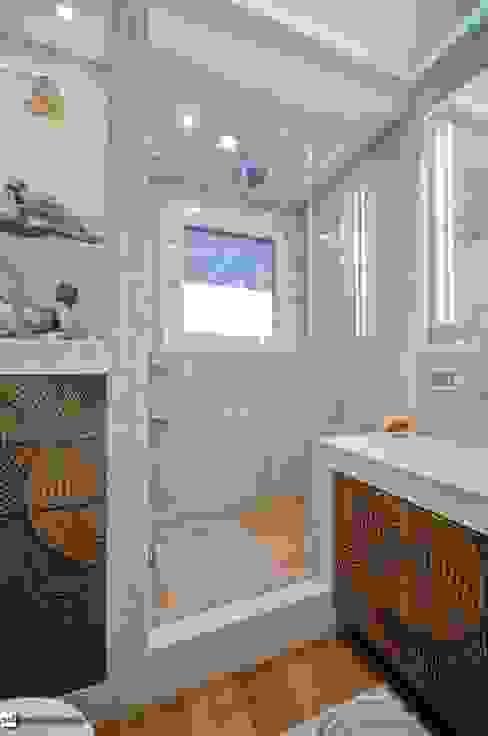 Modern bathroom by studiodonizelli Modern
