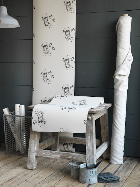 Natural Hatley Black Wallpaper par Cabbages & Roses