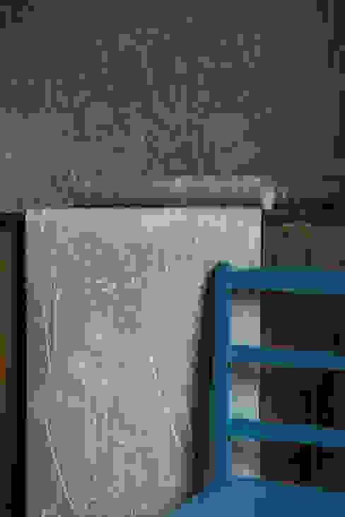 Paper meadow in teal от Hannah Nunn Классический