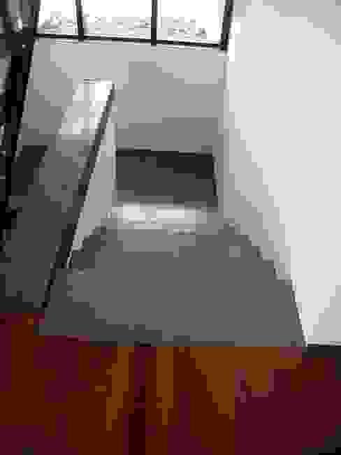 Corredores, halls e escadas industriais por Planungsbüro GAGRO Industrial