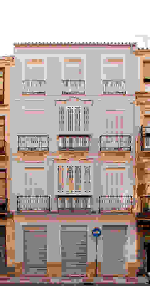 RESTORED ORIGINAL FACADE Casas de estilo clásico de JoseJiliberto Estudio de Arquitectura Clásico