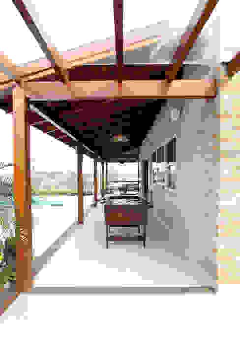 Garajes de estilo rústico de Graça Brenner Arquitetura e Interiores Rústico